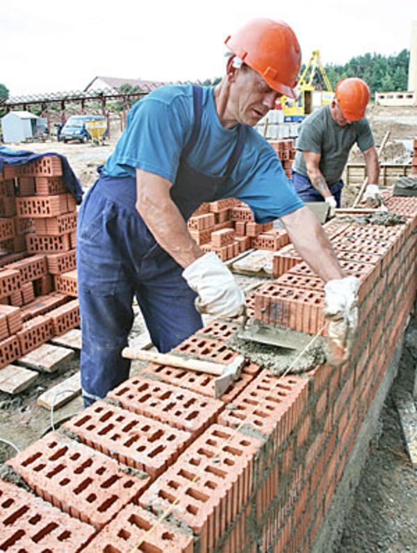 Строительная бригада окажет  услуги по постройке частного дома